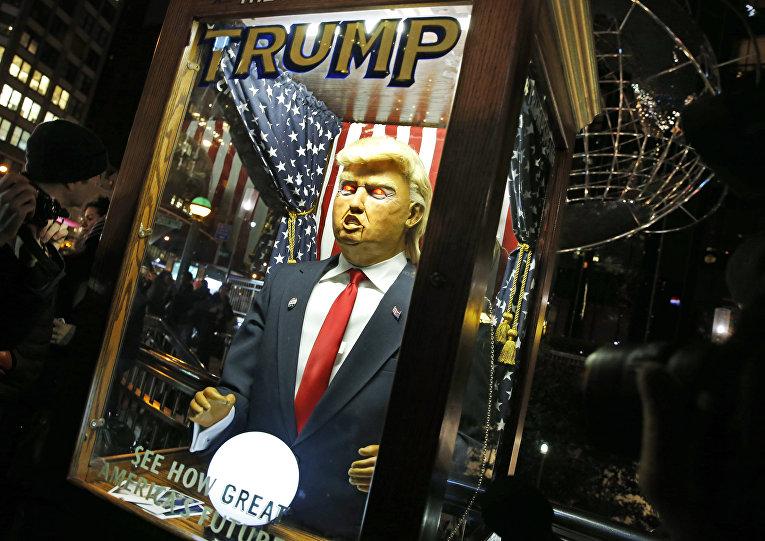 Говорящая кукла Дональда Трампа в Нью-Йорке