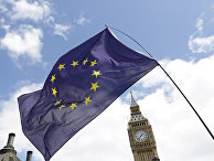 Флаг Европейского Союза на парламентской площади в Лондоне
