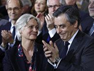 Кандидат в президенты Франсуа Фийон и его жена Пенелопа