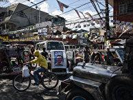 Оживленная улица в районе Тондо в Маниле