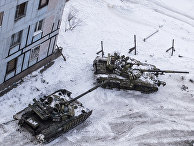 Украинские танки во дворе многоквартирного дома в Авдеевке