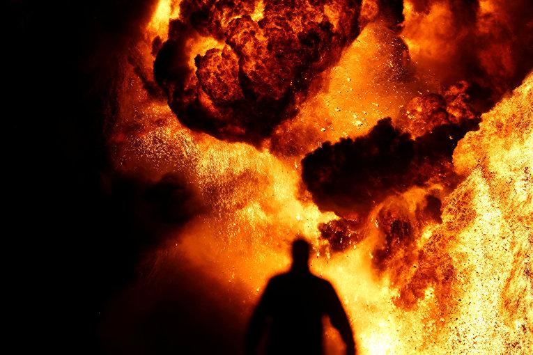 Пожар на нефтяных скважинах, устроенный боевиками исламского государства