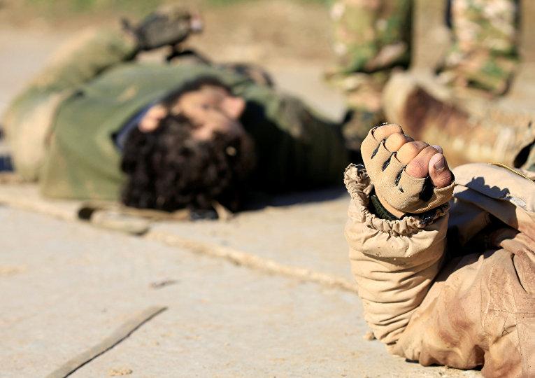 Тела боевиков ИГИЛ в районе Антесаар