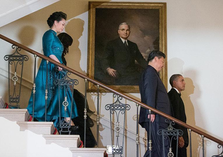 Барак Обама, Си Цзиньпин, Мишель Обама и Пэн Лиюань перед официальным обедом в Белом доме