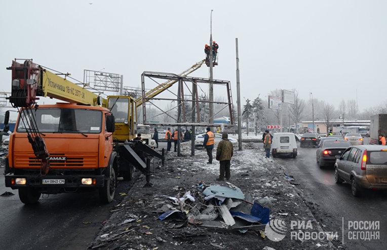 Последствия ночного обстрела в Калининском районе Донецка