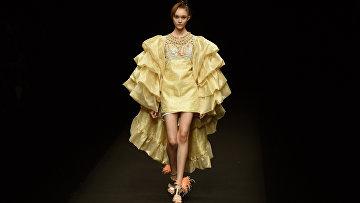 Одежда японского бренда Zin Kato на неделе моды в Токио
