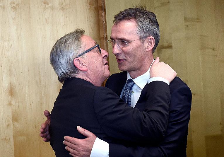 Президент Европейской Комиссии Жан-Клод Юнкер и генеральный секретарь НАТО Йенс Столтенберг