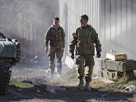 Ополченец ДНР с позывным «Гиви» (справа) в Донецке