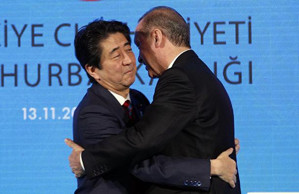 Премьер-министр Японии Синдзо Абэ и президент Турции Реджеп Тайип Эрдоган
