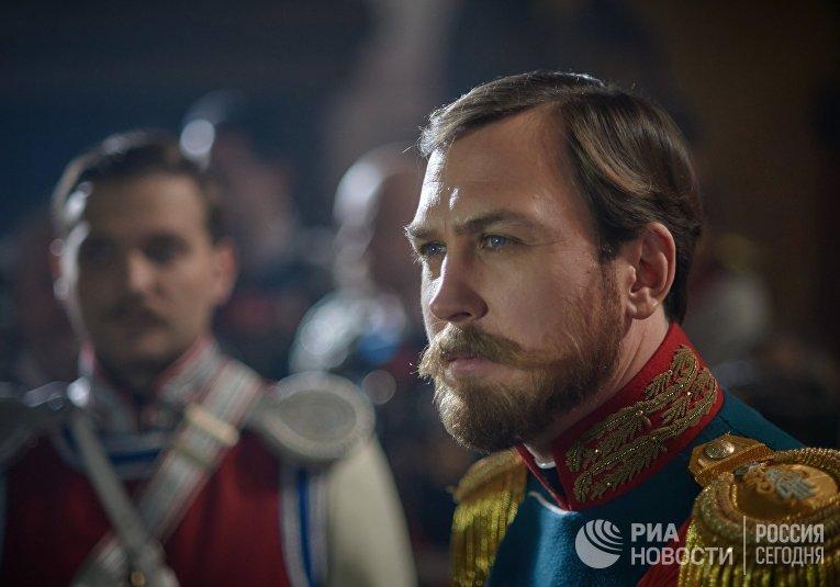 Кадр из фильма Алексея Учителя «Матильда»