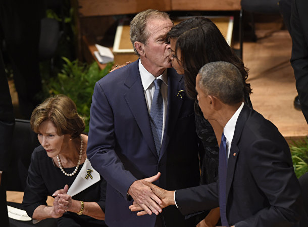 Бывший президент США Джордж Буш, первая леди Мишель Обама и президент США Барак Обама, архивное фото