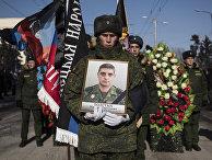 Прощание с командиром батальона ДНР «Сомали» Михаилом Толстых (позывной «Гиви») в Донецке