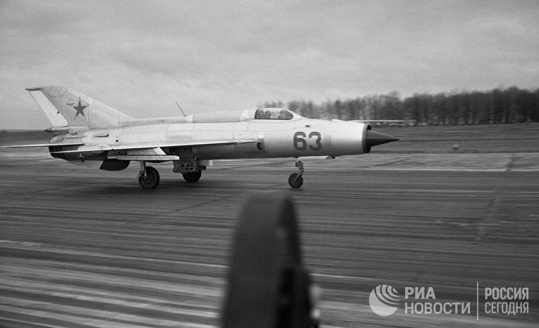 Реактивный истребитель МиГ-21