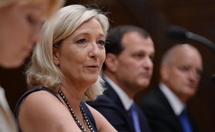 Французский политик Марин Ле Пен в России