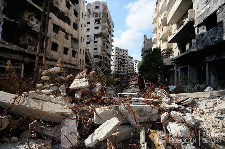 Разрушенные жилые дома в сирийском городе Хомс