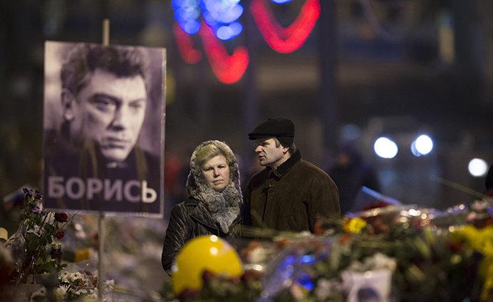 Цветы на месте убийства Бориса Немцова в центре Москвы