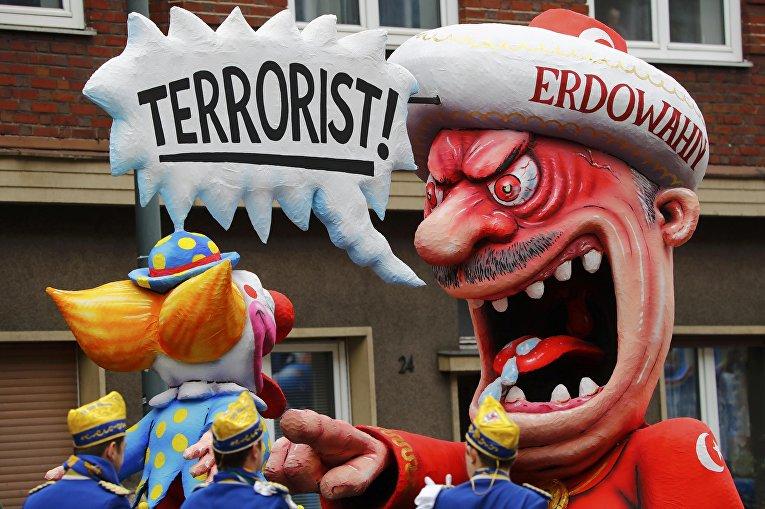 Каррикатура на Эрдогана на карнавале в Германии