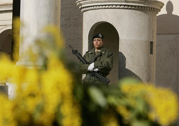Итальянская военнослужащая