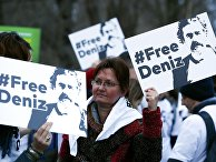Демонстрация в поддержку арестованного немецкого журналиста Дениза Юселя