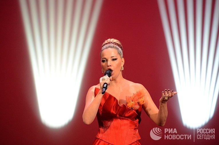 Зарубежная певица пела в военной форме на открытие фото 513-629