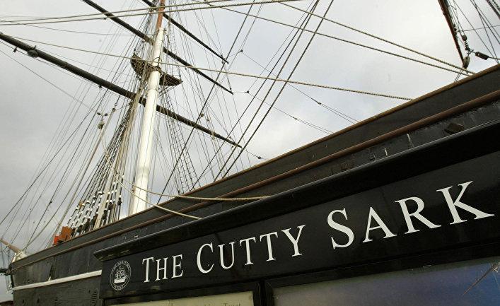 Корабль-музей «Катти Сарк» в сухом доке в Гринвиче
