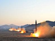 Недатированная фотография запуска баллистических ракет в КНДР