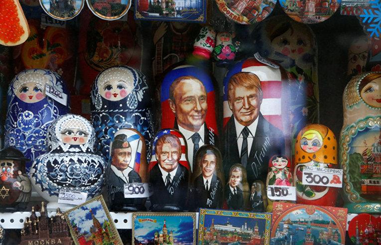 Матрешки с изображениями Владимира Путина, Дональда Трампа