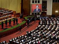 Премьер-министр Китая Ли Кэцяна выступает с годовым докладом в Пекине