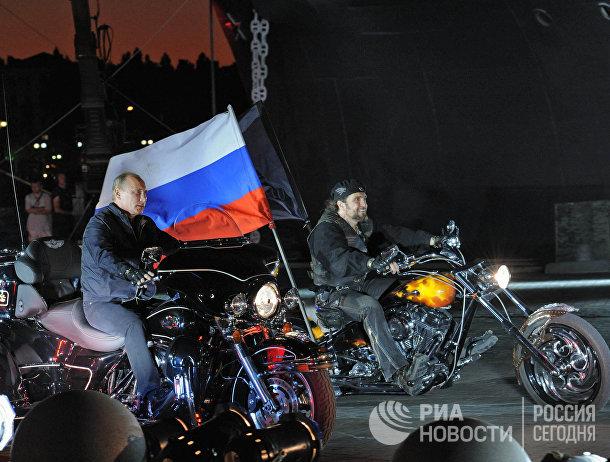 Владимир Путин на байке