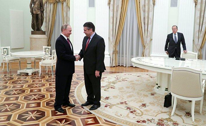 Президент РФ Владимир Путин и министр иностранных дел Германии Зигмар Габриэль