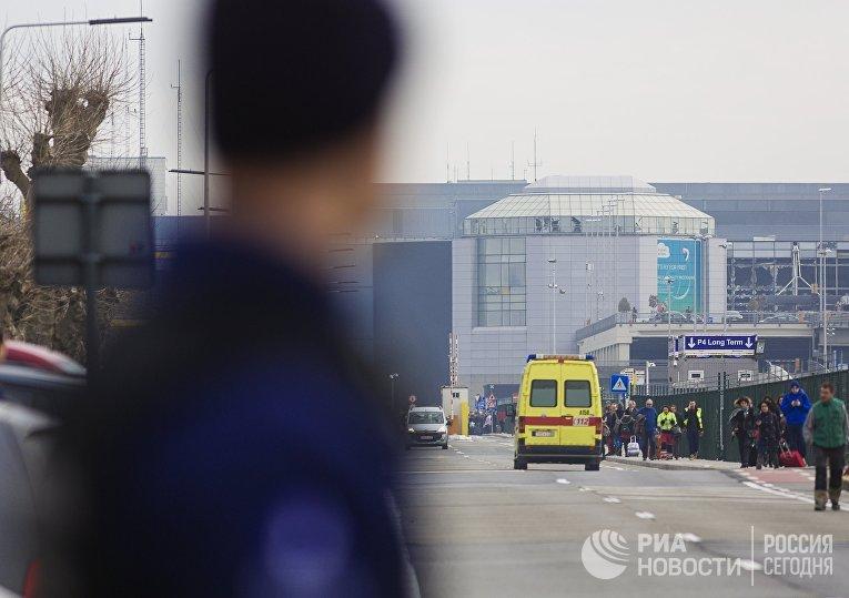 У аэропорта в Брюсселе, где произошел взрыв. 22 марта 2016