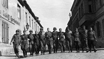 Советские и американские солдаты в городе Торгау