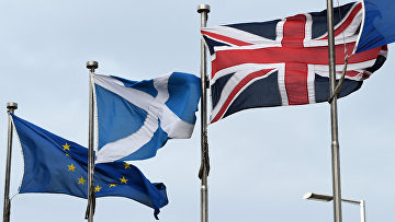Флаги Евросоюза, Шотландии и Великобритании