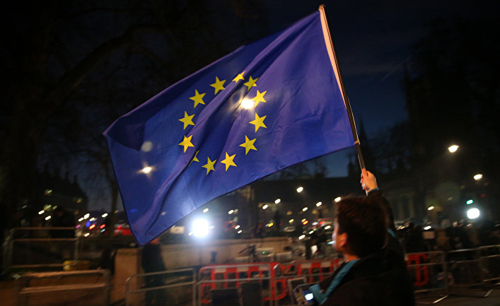 Акция протеста возле здания парламента в Лондоне