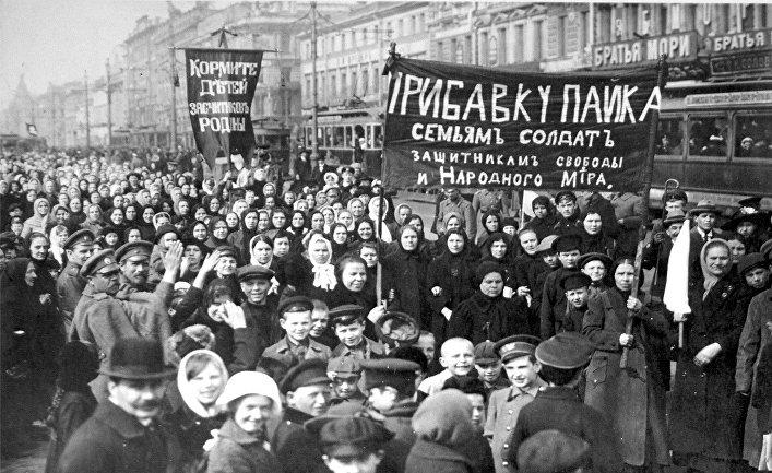 Демонстрация работниц Путиловского завода в первый день Февральской революции 1917