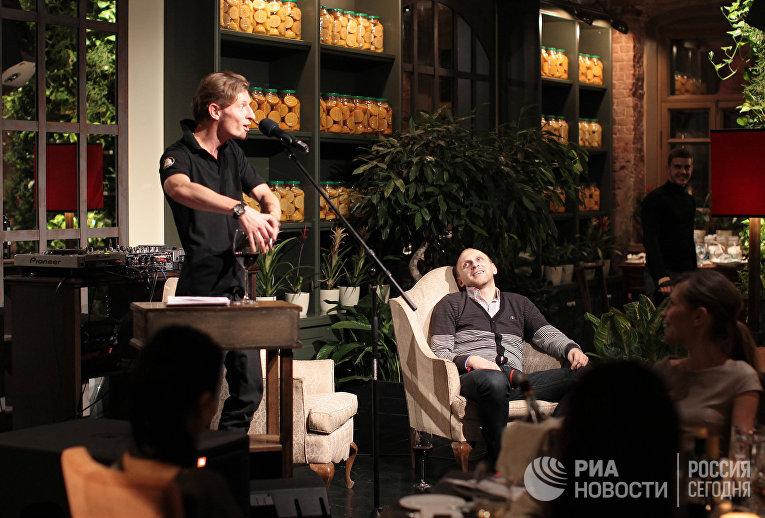 Резидент Comedy club Павел Воля в ресторане «Оливетта»