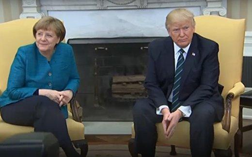 Трамп отказался пожимать руку Меркель