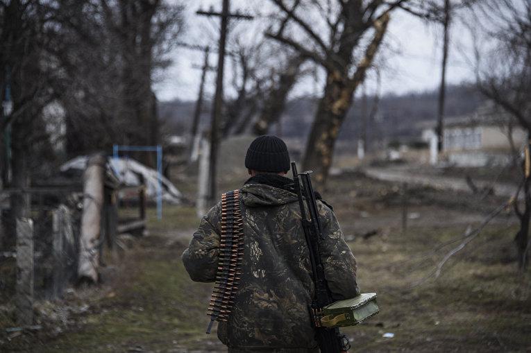 Пророссийский ополченец в Луганской области