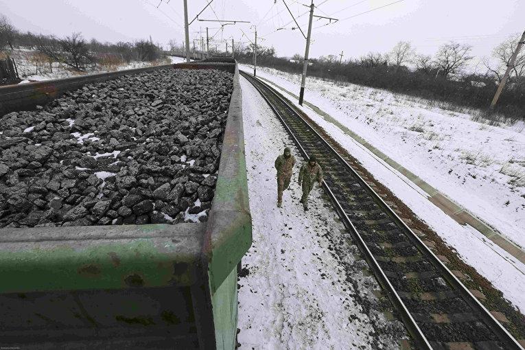 Вагоны, груженные углем заблокированные на станции Кривой Торец в Донецкой области