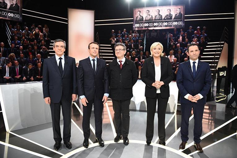 Участники предвыборных дебатов на французском телеканале TF1 (слева направо): Франсуа Фийон, Эммануэль Макрон, Жан-Люк Меланшон, Марин Ле Пен и Бенуа Амон . 20 марта 2017