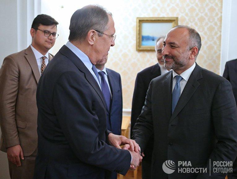Министр иностранных дел РФ Сергей Лавров и советник президента Афганистана по национальной безопасности Ханиф Атмар. 17 марта 2017
