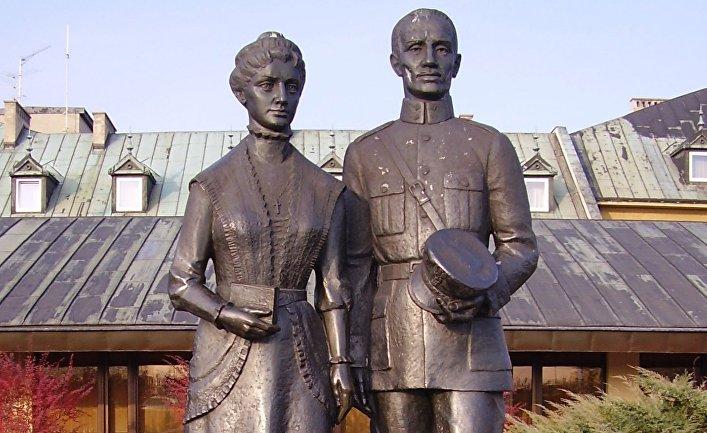 Памятник родителям Иоанна Павла II — Каролю Войтыле и Эмилии Качоровской