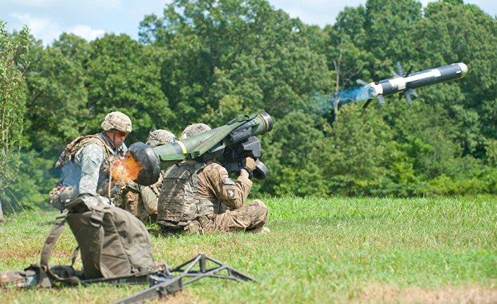 Американские солдаты стреляют из ПРТК «Джавелин»