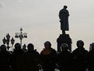 Полицейское оцепление на Пушкинской площади в Москве
