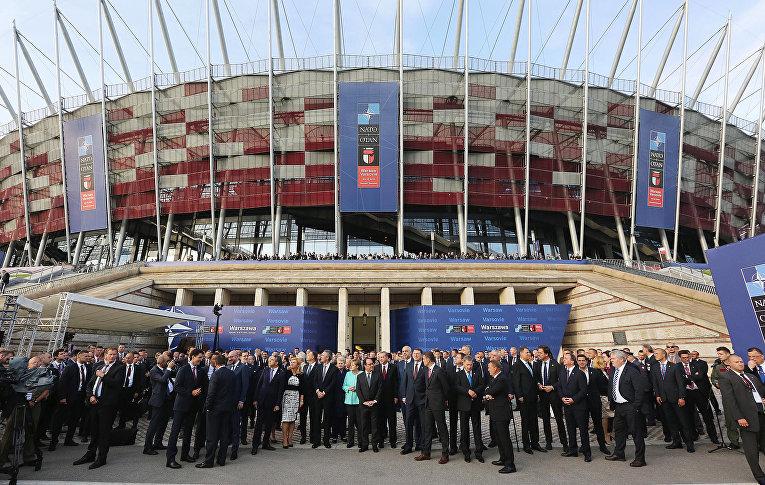 Руководители государств во время саммита НАТО в Варшаве
