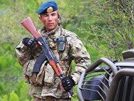 Военнослужащий армии Таджикистана во время совместных учений