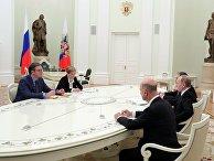 Президент РФ Владимир Путин и председатель правительства Сербии Александр Вучич во время встречи. 27 марта 2017