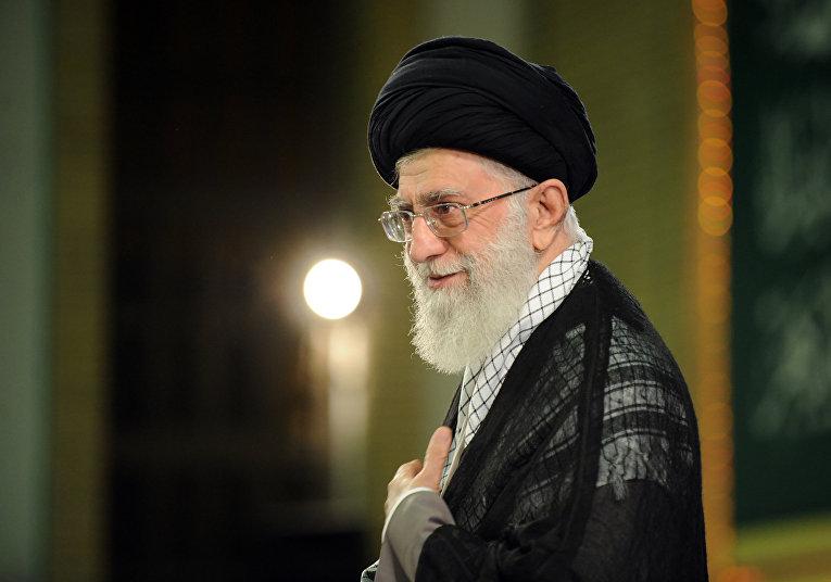 Иранский политик аятолла Али Хаменеи