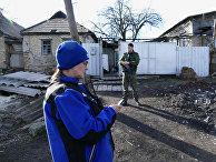 Замглавы миссии ОБСЕ на Украине А. Хуг посетил поселок Зайцево в Донецкой области