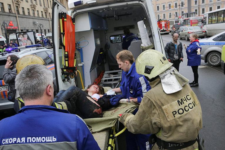 Пострадавшая в результате взрыва в метро Санкт-Петербурга